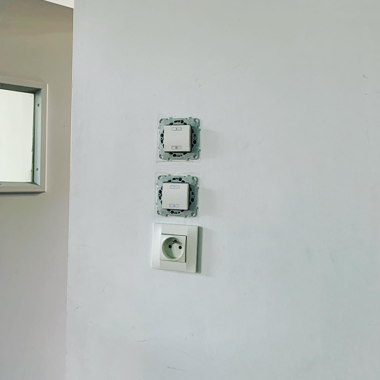 domotique-passage-de-boutons-a-un-ecran-tactile-dans-un-college